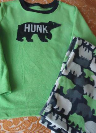 Пижама флисовая carter's на мальчика 4 года и  5 лет.