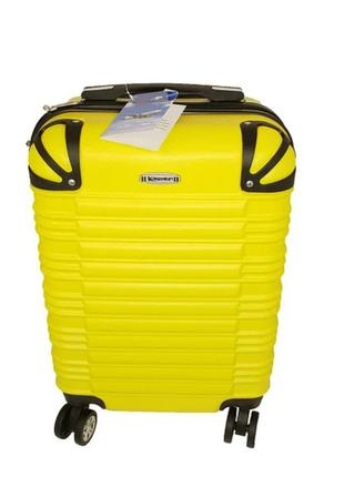 Чемодан  большой,жёлтого цвета,поликарбонат.