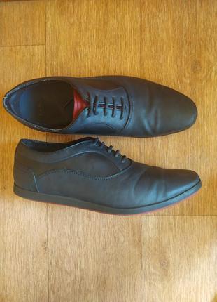 Мужские черные туфли на шнуркаx на узкую ногу zara
