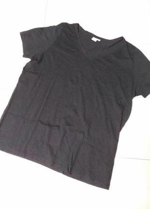 Натуральная черная футболка большого 24-26 размера