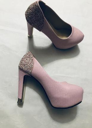 Шикарные туфли в стиле louboutin 🌺