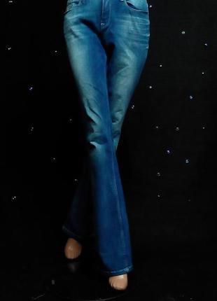Стильные джинсы прямого кроя edc