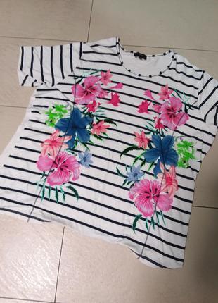 Красивая футболочка с цветочным принтом 24-28 размера