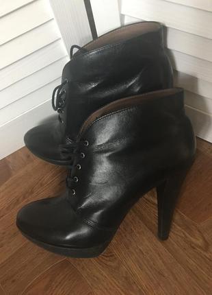 Классные кожаные ботиночки geox на высоком каблуке