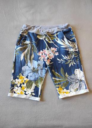 Шорты хлопковые с красивым принтом на резинке и шнурке, с карманами.