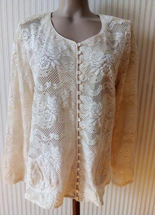 Красивая блузочка с накладными карманчиками
