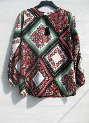 Красивая разноцветная турецкая блуза в это стиле