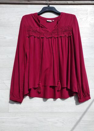 Очень красивая блуза тёмно красного насыщенного цвета с кружевом kappahl