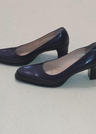 Кожаные туфли от премиум бренда bally