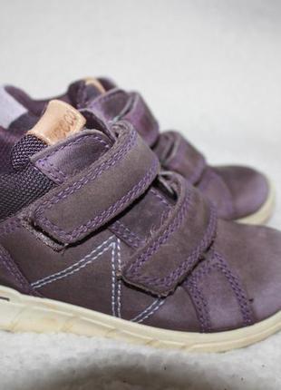 Демисезонные кожаные ботинки фирмы ecco 24 размера по стельке 15-15,5 см. вся стелька 15,7 см.