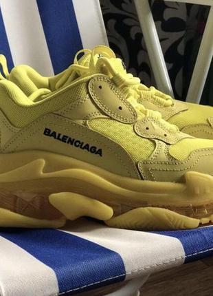 Желтые кроссовки balenciaga triple-s