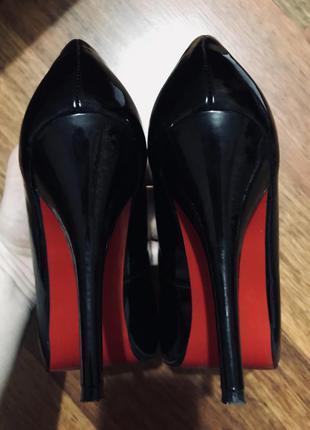 Туфли-лодочки на высоком каблуке