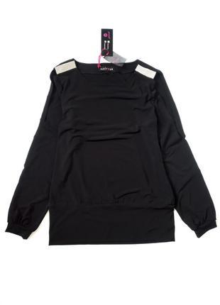 Класна нова блуза  розмір м пог 49 см тянеться дуже добре  з біркою