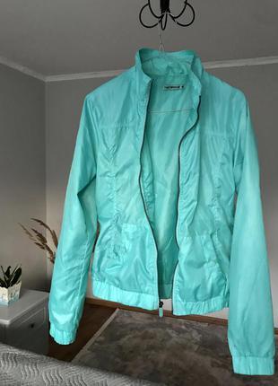 Стильна куртка вітровка