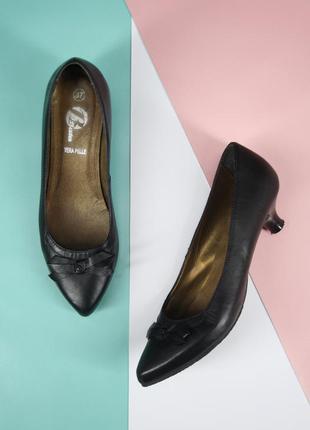 Стильные брендовые кожаные туфли лодочки bata. размер 37.