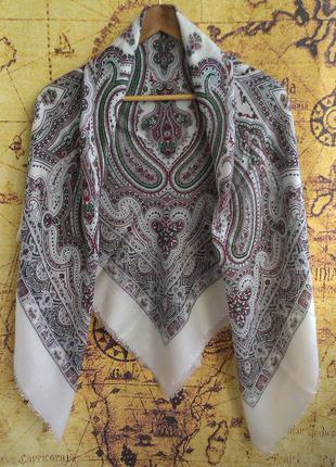 Большой платок в павлопосадском стиле