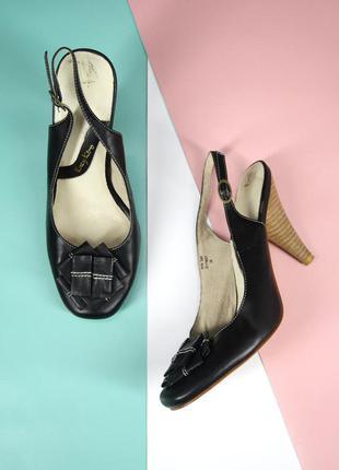 Стильные брендовые кожаные туфли katy kiro. размер 38.