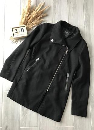 Чорне базове пальто