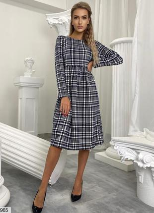 Красивое трикотажное платье-миди