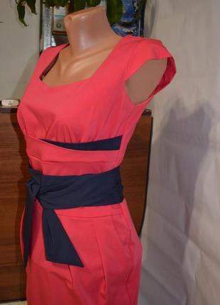 Красивенное коралловое  платье с синим поясом, р. 36-38