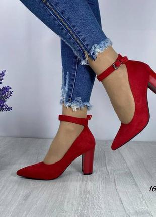 Туфли красные с ремешком