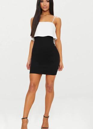 Pretty little thing платье чёрное белое на бретельках по фигуре карандаш футляр