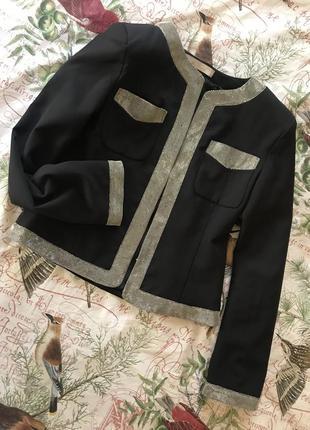 Вкорочений чорний піджак