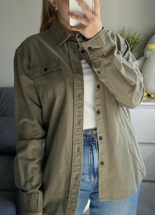 Рубашка хаки на пуговицах с воротником и манжетами