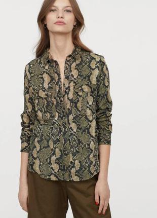 Отличная рубашка в змеиный принт h&m