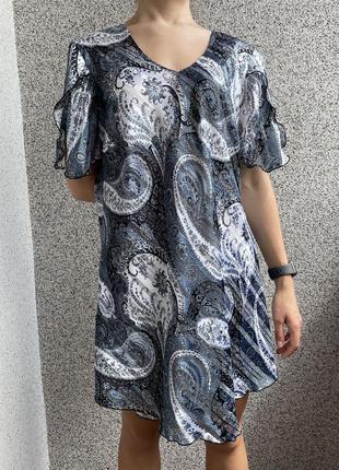Блузка женская в принт 46 р. жіноча блуза голуба, женская блуза в принт, блуза с плечиками.