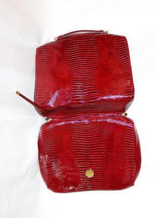 Сумка портфель кофр футляр ярко красный лак плотная эко кожа с тиснением под варана