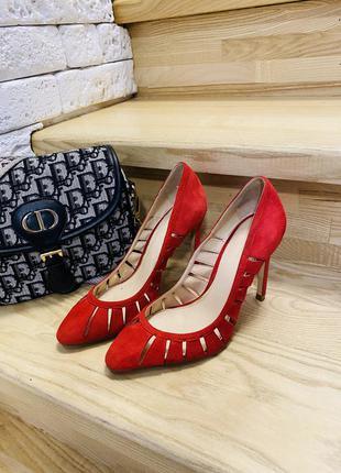 Красные натуральные замшевые туфли zara