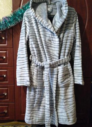 Недорого новый фирменный халат со скидкой