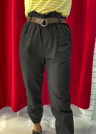 Черные брюки женские модель слакси