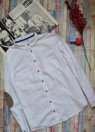 Белоснежная рубашка с заплатками на рукавах