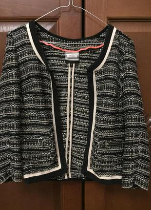 Пиджак в стиле шанель