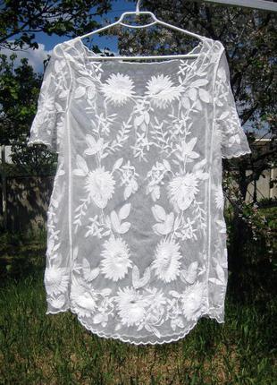 Ажурная белая полупрозрачная блуза с вышивкой с цветами