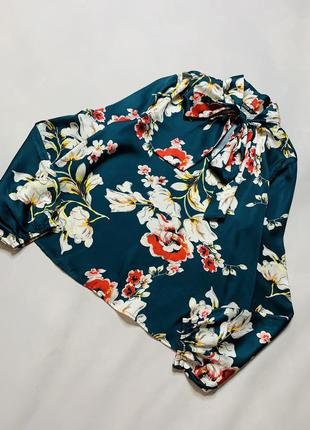 Шёлковая блуза с объёмными рукавами цветочный принт