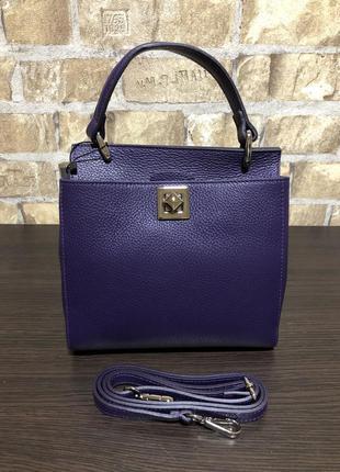 Итальянская кожаная сумка среднего размера фиолетовая