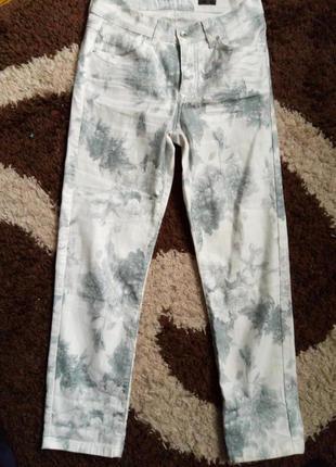 Белые джинсы с принтом,в цветы с высокой посадкой