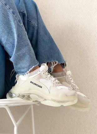 Стильные женские кроссовки демисезонные выполнены из натуральной замши белые