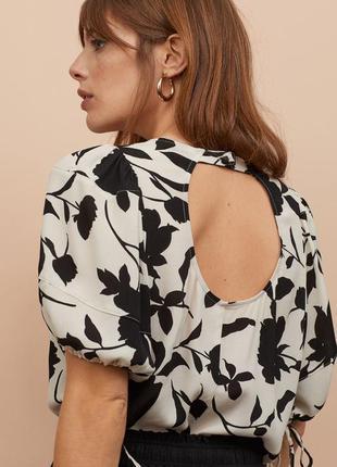 Бежевая блуза с чёрными цветами рукава фонарики h&m