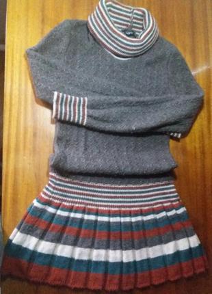 Платье с клешной юбкой