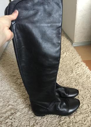 Кожаные демисезонные сапоги ботфорты на низком ходу 38 размер
