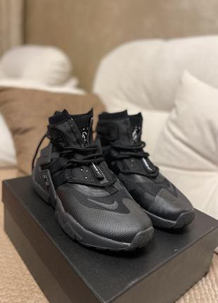 Продам чёрные мужские кроссовки