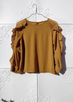 Свободная горчичная блуза с шикарным рукавом с рюшами италия