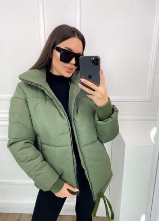 Женская тёплая короткая зимняя куртка без капюшона