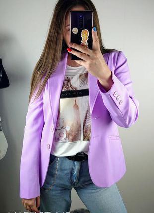 Сиреневый актуального цвета пиджак