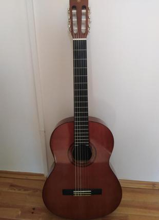Классическая гитара yamaha c40  + чехол в подарок.