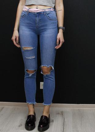 Высокие джинсы скинни с дырками stradivarius